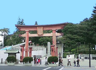 800px-Utsunomiya_Futaarasan_Shrine_Torii